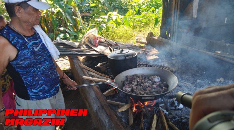 PHILIPPINEN MAGAZIN - FOTO DES TAGES - Kalderetta Kanding auf offenen Feuer kocher Foto von Sir Dieter Sokoll für PHILIPPINEN MAGAZIN