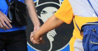 PHILIPPINEN MAGAZIN - NACHRICHTEN - PNP verbietet öffentliches Küssen und Händchenhalten wegen gestiegener Covid-19-Fälle