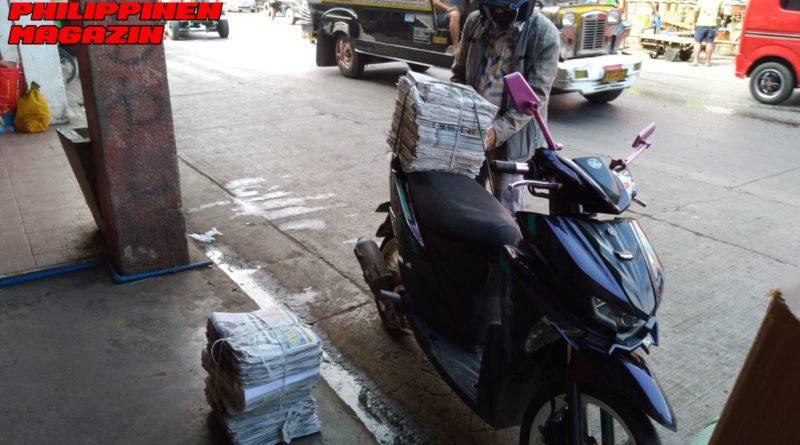 PHILIPPINEN MAGAZIN - FOTO DES TAGES - UNTERWEGS IN DER STADT: ANLIEFERUNG VON ALTEN ZEITUNGEN Foto von Sir Dieter Sokoll für PHILIPPINEN MAGAZIN
