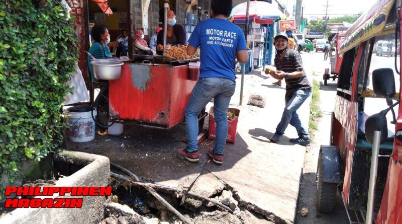 PHILIPPINEN MAGAZIN - FOTO DES TAGES - Grillstand der Motorela-Fahrer Foto von Sir Dieter Sokoll für PHILIPPINEN MAGAZIN