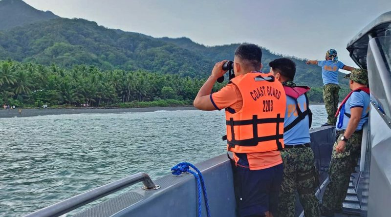 PHILIPPINEN MAGAZIN - NACHRICHTEN - 4 Tote, 9 Vermisste, als Schiff auf Grund läuft