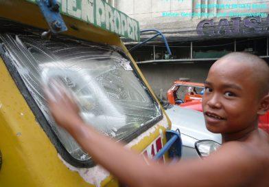 PHILIPPINEN MAGAZIN - DER PHILIPPINISCHE EXPAT KLUB - GRUPPE ALLGEMEIN - Einträglicher Job eines Straßenkindes Foto von Sir Dieter Sokoll für PHILIPPINEN MAGAZIN
