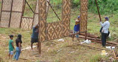 PHILIPPINEN MAGAZIN - PHILIPPINISCHER EXPAT KLUB - GRUPPE - LAND 6 LEUTE - Hüttenbau nach Fertighausbauart mit dazugehöriger Einweihung Foto von Sir Dieter Sokoll für PHILIPPINEN MAGAZIN