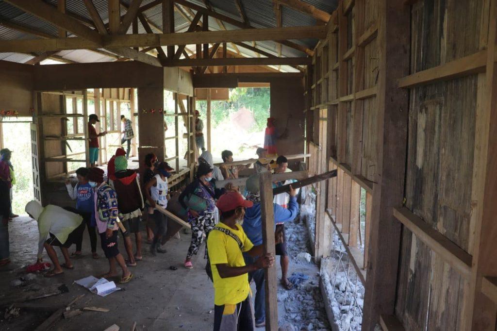 PHILIPPINEN MAGAZIN - NACHRICHTEN - Bewohner von Kitaotao reißen Schule ab, die Kommunismus lehrte