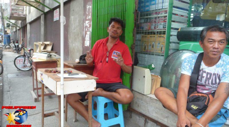 PHILIPPINEN MAGAZIN - FOTO DES TAGES - Bei den Stempelmachern und Schreibern Foto von Sir Dieter Sokoll