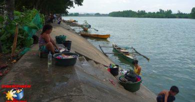 PHILIPPINEN MAGAZIN - FOTO DES TAGES - Waschen am Fluß Foto von Sir Dieter Sokoll