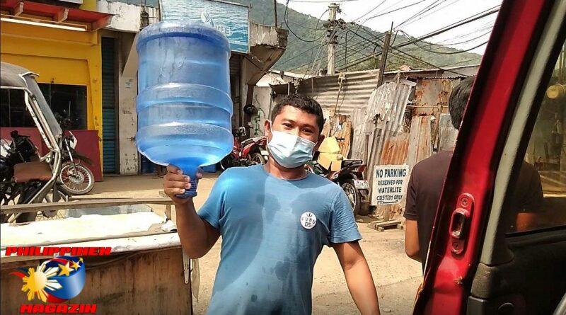 Der philippinische Hulk beim Wasserhändler