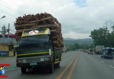 PHILIPPINEN MAGAZIN - DER PHILIPPINISCHE EXPAT KLUB - Gruppe Verkehr - Autopanne auf der linken Spur Foto von Sir Dieter Sokoll für PHILIPPINEN MAGAZIN