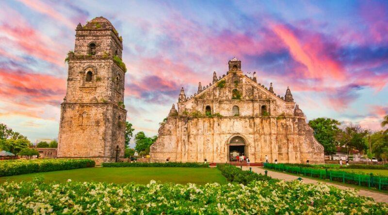 PHILIPPINEN MAGAZIN - TAGESTHEMA - Turm und Kiche von Paoay