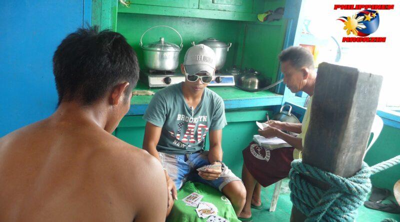PHILIPPINEN MAGAZIN - FOTO DES TAGES - Leben und Arbeiten auf einem Boot Foto von Sir Dieter Sokoll