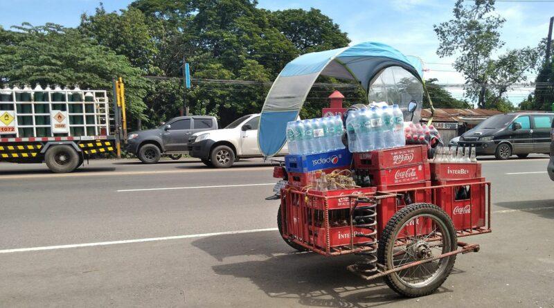 PHILIPPINEN MAGAZIN - FOTO DES TAGES - Getränkelieferant Foto von Sir Dieter Sokoll