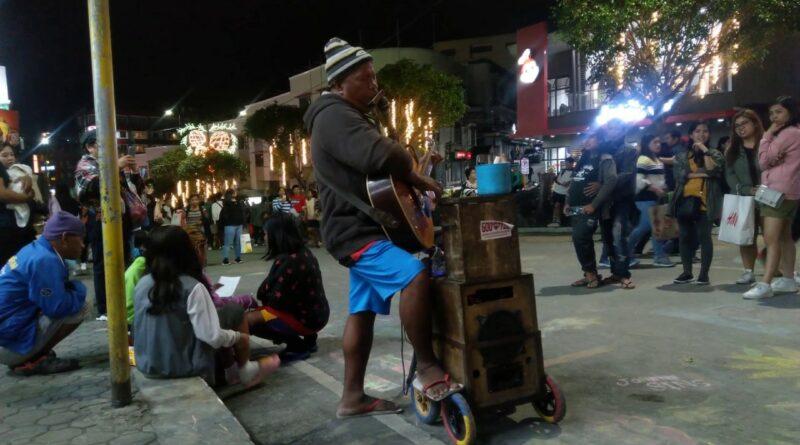 PHILIPPINEN MAGAZIN - VIDEOSAMMLUNG - Straßenmusiker - Touch by Touch in Baguio