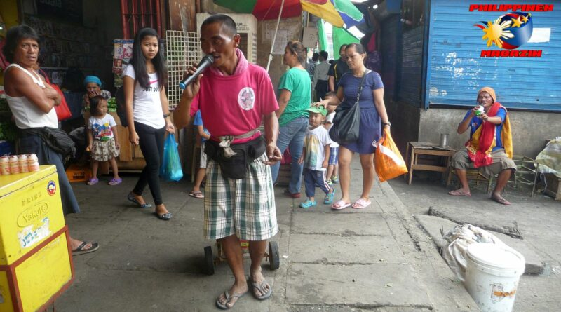 PHILIPPINEN MAGAZIN - FOTO DES TAGES - Bettelnder Straßensänger Foto von Sir Dieter Sokoll